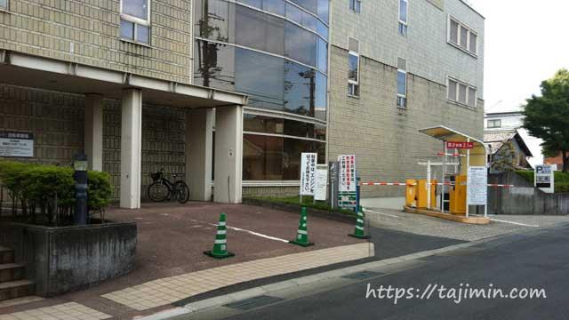 ヤマカまなびパーク駐車場入り口