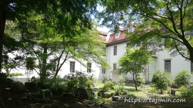 多治見修道院の中庭
