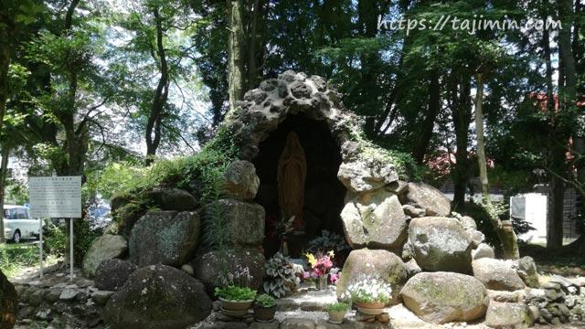 多治見修道院のルルドのマリア像