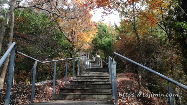 セラミックパークMINO展望台への階段