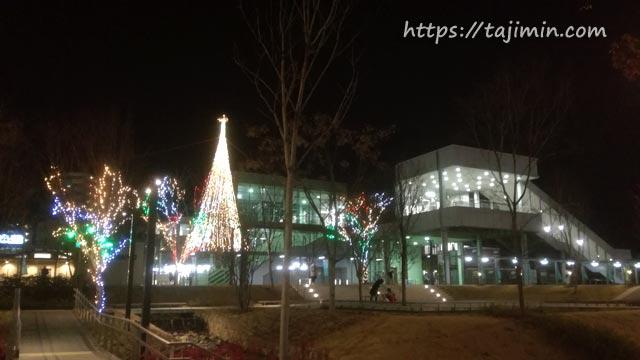 JR多治見駅北口、虎渓用水広場のイルミネーション