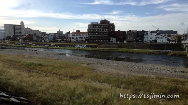 多治見橋から土岐川を見る