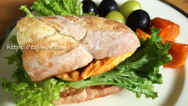 カシュカシュのバタールでサンドイッチ