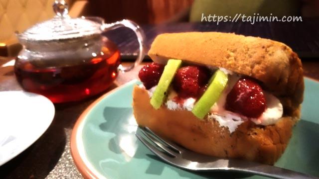 SWAN TILE caféのシフォンケーキ