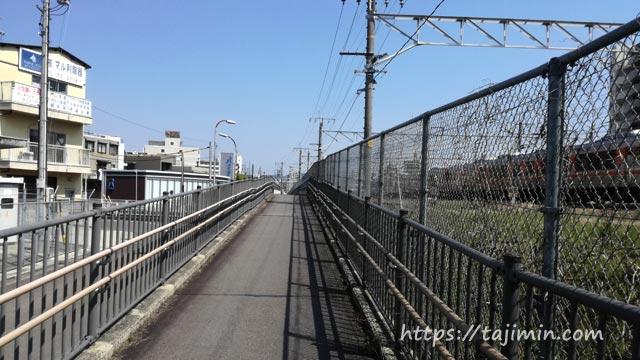 多治見、JR線路沿いの歩道