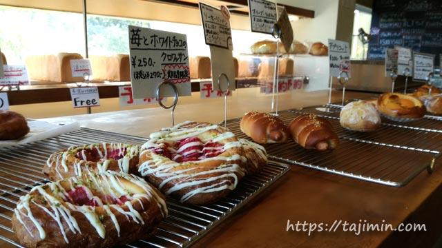N2[エヌ・カレ]のパン