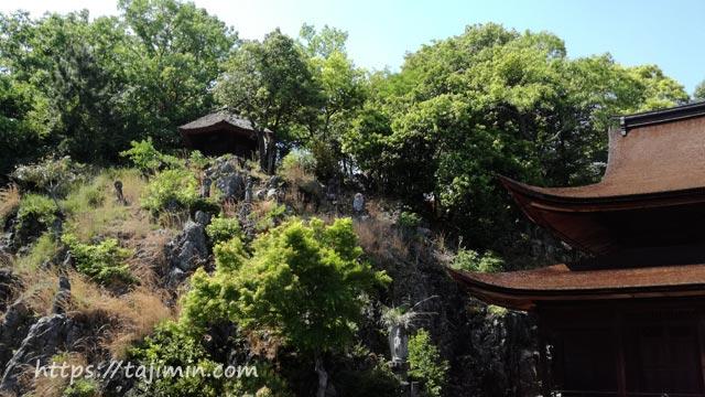 梵音岩の上の六角堂