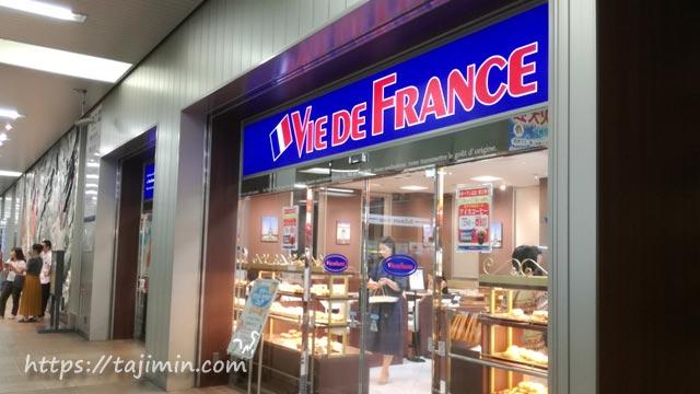 JR多治見駅改札前のヴィ・ド・フランス