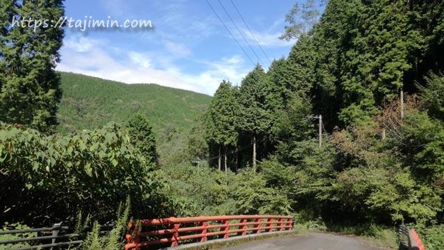 深山不動の滝への道