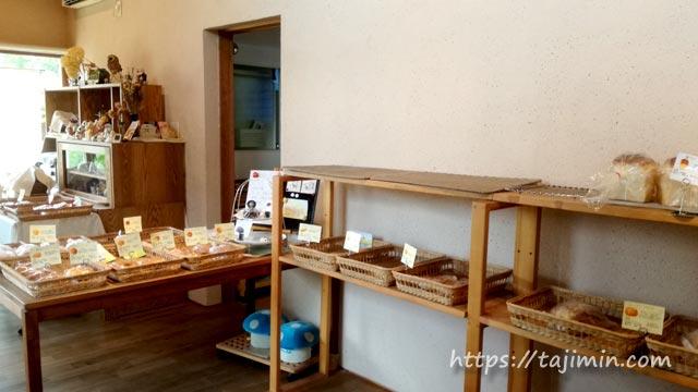 薪窯とい自然酵母のパンCalm(カルム)店内