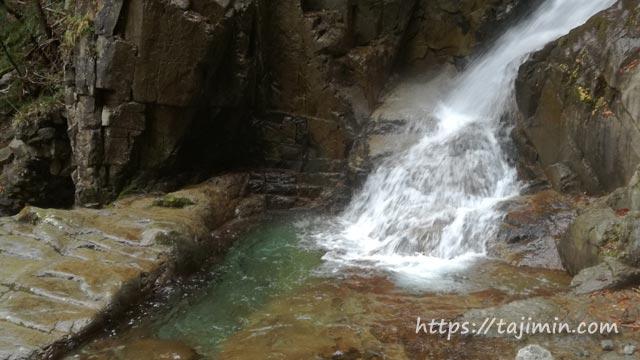夕森公園の銅穴の滝