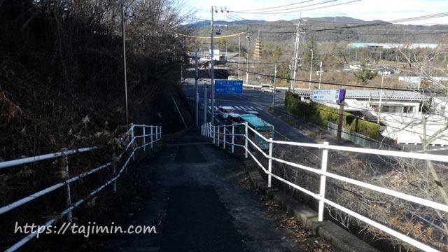 東町交差点に至る階段