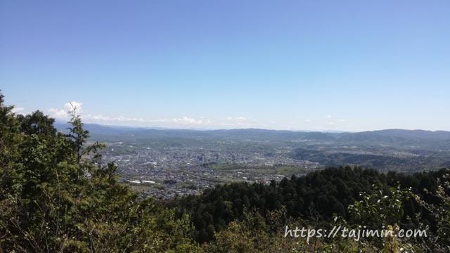 春の高社山登山、見晴らし場からの眺め